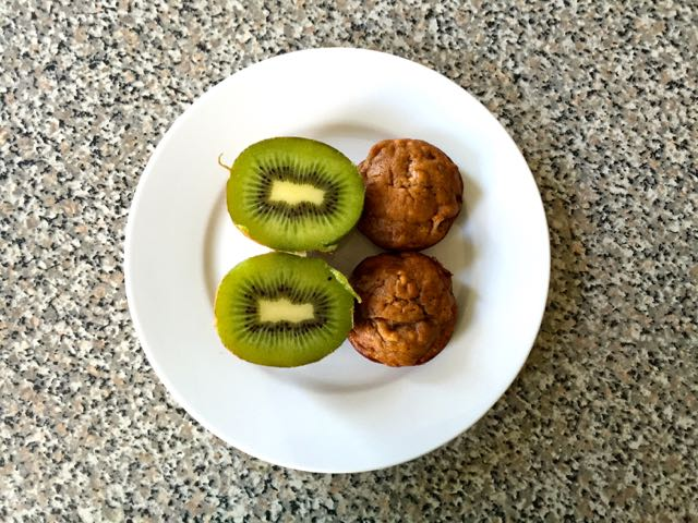 Kiwis and banana muffins