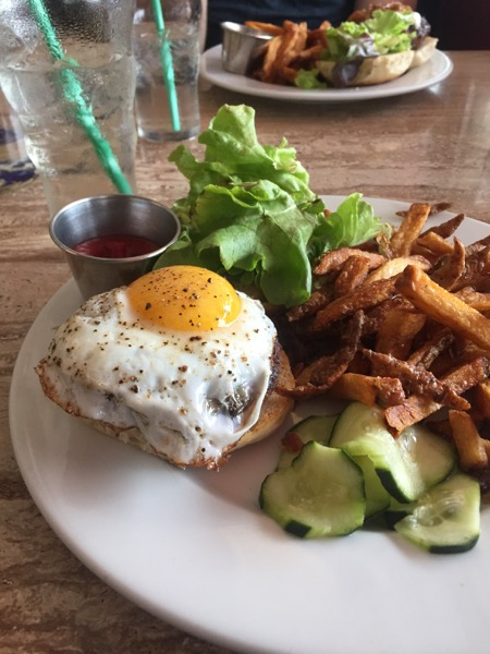 Grazin' 4oz burger with fried egg